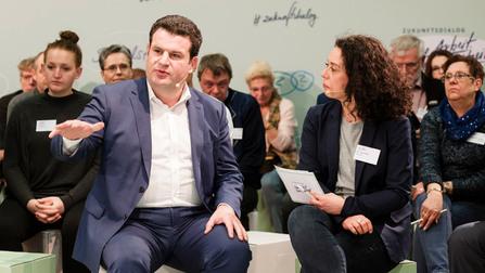 Bundesarbeitsminister Hubertus Heil im Dialog.
