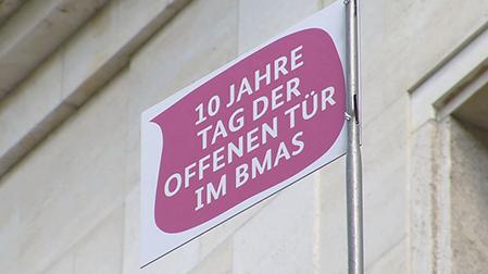 Tag der offenen tür schild  BMAS - Tag der offenen Tür 2015
