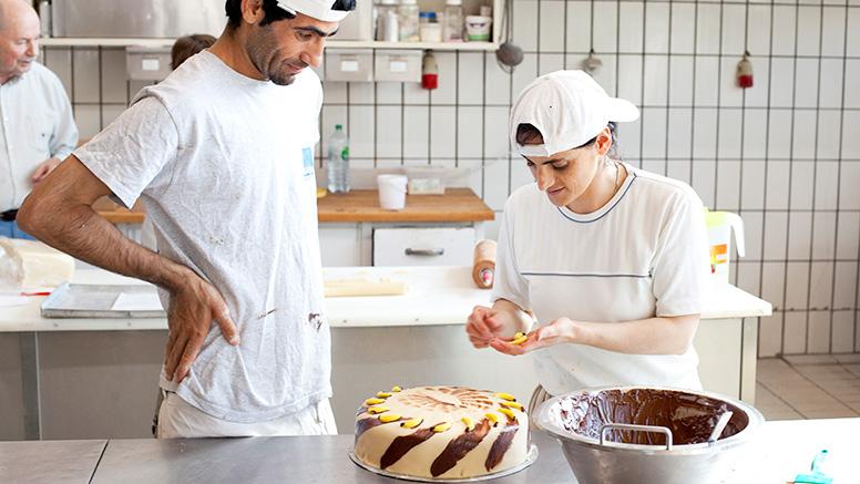 Koch bei der arbeit  BMAS - Neustart in Deutschland – Hier finden Sie Informationen für ...