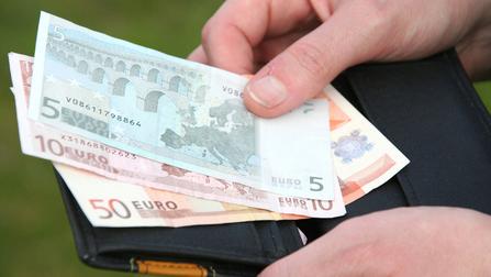 Geldbeutel mit Geldscheinen.