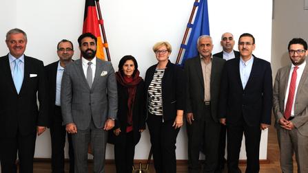 Parlamentarische Staatssekretärin Kramme mit der Delegation aus Afghanistan und Iran.