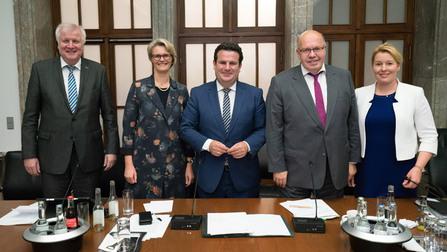Gruppenbild der Ministerinnen und Minister.