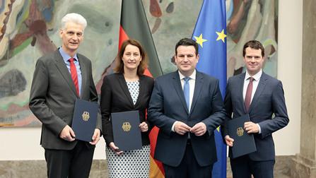 Rolf Schmachtenberg, Leonie Gebers, Hubertus Heil und Björn Böhning.