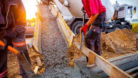 Arbeiter auf einer Baustelle.