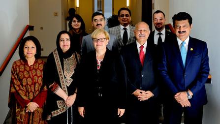 Anette Kramme mit der Delegation des Senats von Pakistan.