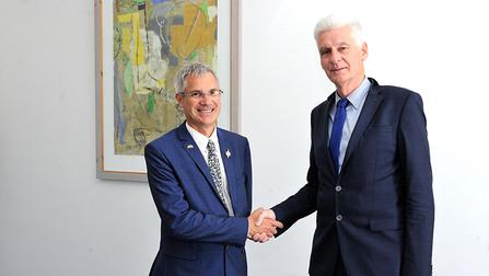 Staatssekretär Schmachtenberg und der Abgeordnete der französischen Nationalversammlung Thierry Michels.