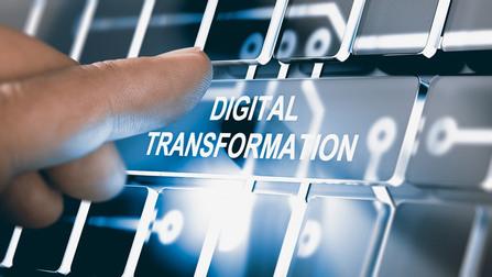 Virtuelle Tasten, auf einer steht �Digital Transformation�.