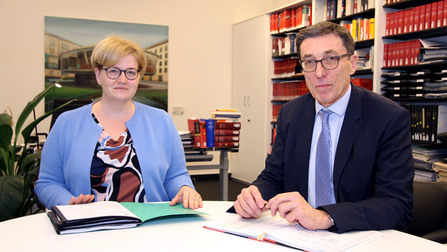 Anette Kramme und Dr. Rainer Schlegel.