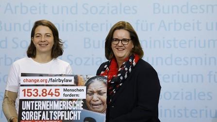 Staatssekretärin Kerstin Griese und Lisa Jaspers.