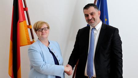 Die Parlamentarische Staatssekretärin Kramme und der jordanische Arbeitsminister Bataineh.