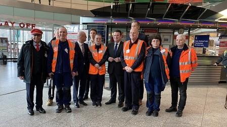 Hubertus Heil mit Vertretern der Deutschen Bahn.