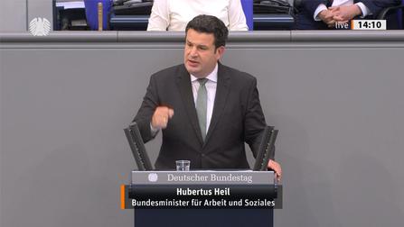Bundesminister Hubertus Heil am Rednerpult.