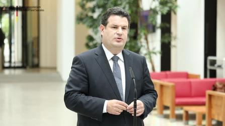 Bundesminister Heil bei seinem Statement zur Grundrente.