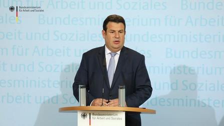 Hubertus Heil bei der Pressekonferenz.