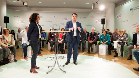 Angeregte Diskussion im Townhall-Meeting.