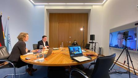 Bundesminister Hubertus Heil im Gespräch während der virtuellen Zukunftswerkstatt 2020.