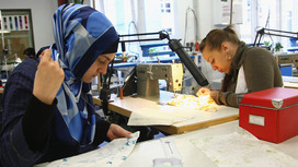 Seamstress at work Opens page: Ways for refugees to gain access to the labour market