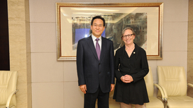 Parliamentary State Secretary Lösekrug-Möller with Vice Minister Kong Changsheng of China's Ministry of Human Resources and Social Security. Opens page: Dialogue with China's Ministry of Human Resources and Social Security