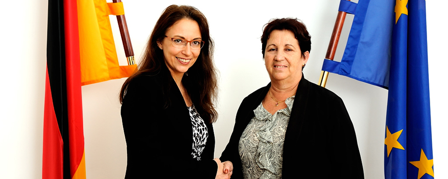 State Secretary Fahimi shakes hands with Vice-Minister of the Ministry of Labour and Social Security of the Republic of Cuba María Molina Gutiérrez