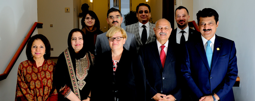 Anette Kramme with the delegation from the Senate of Pakistan.